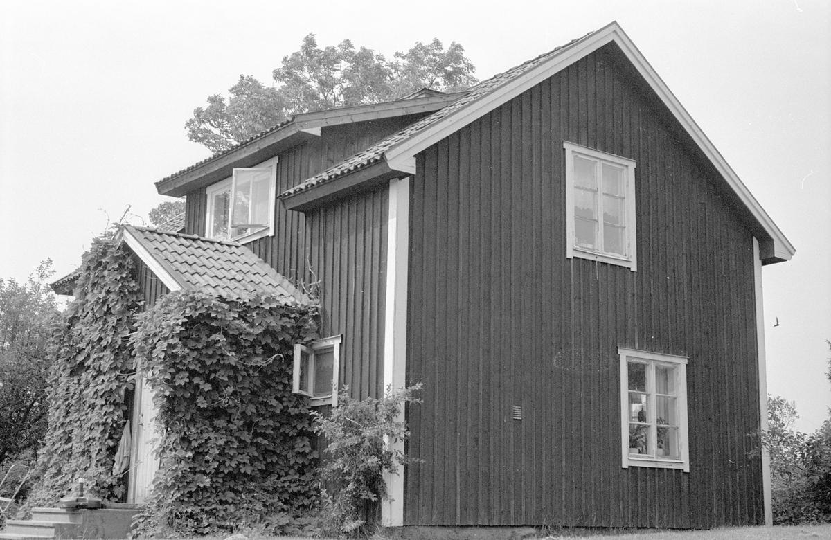 Bostadshus, Trätmot, Faringe-Täby 2:5, Faringe socken, Uppland 1987