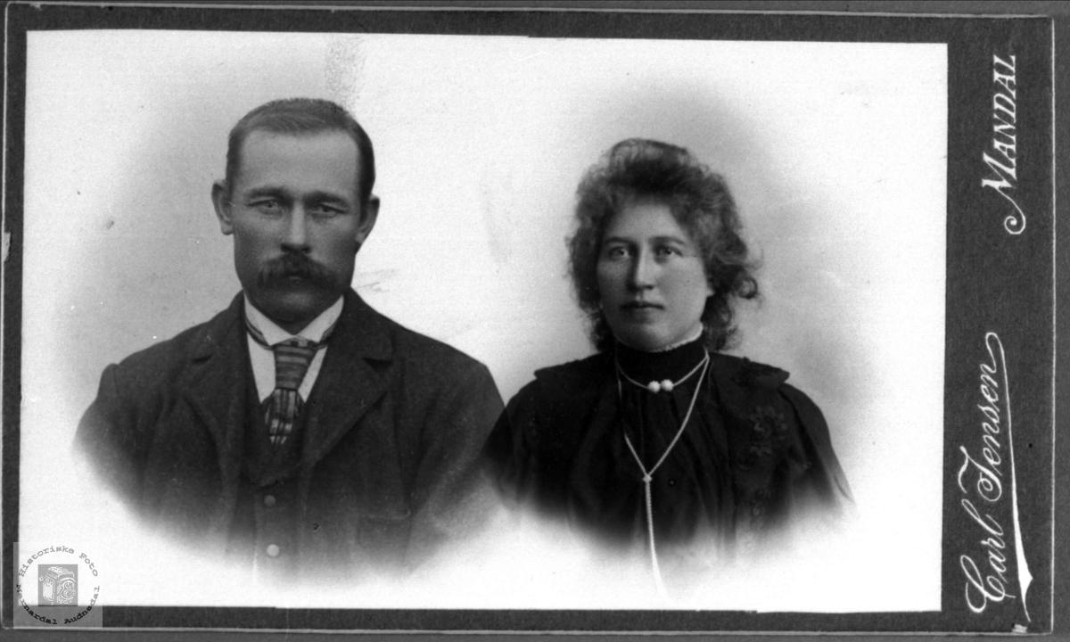 Portrett av Jens og Anne Sørine Hjemlestad f. Sveinall