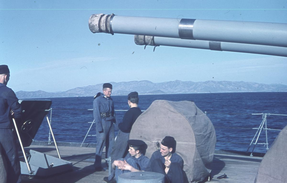 Besättning ombord på kryssaren Gotland.