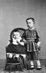 Christian Thams og hans tre år eldre bror Wilhelm August.