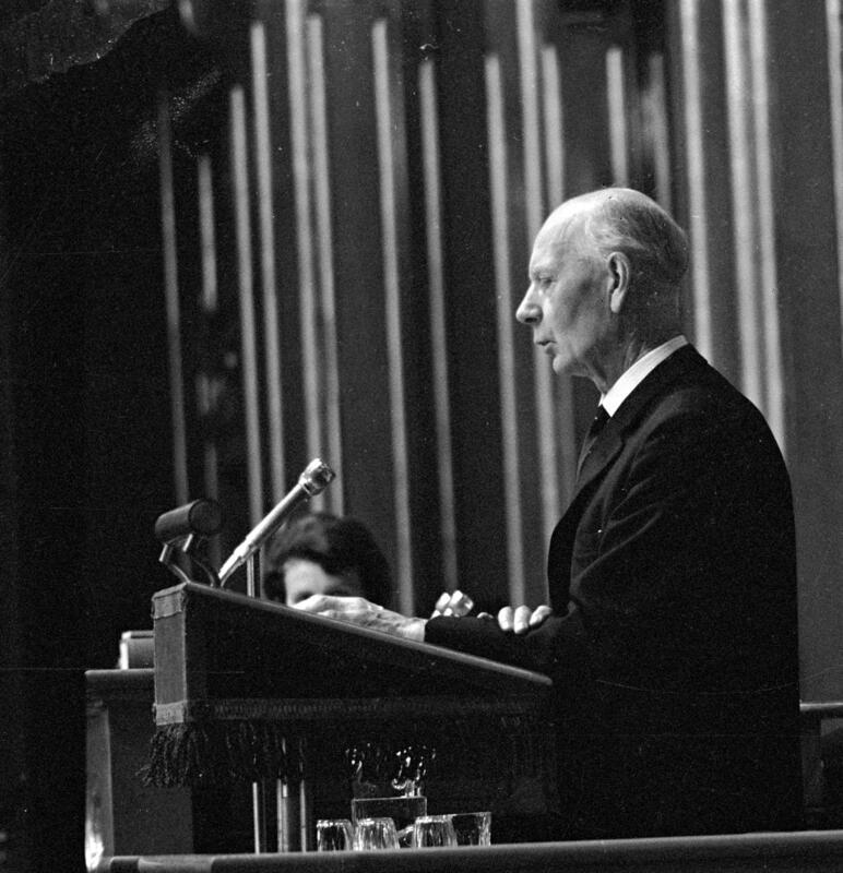 Einar Gerhardsen på talerstolen (Foto/Photo)