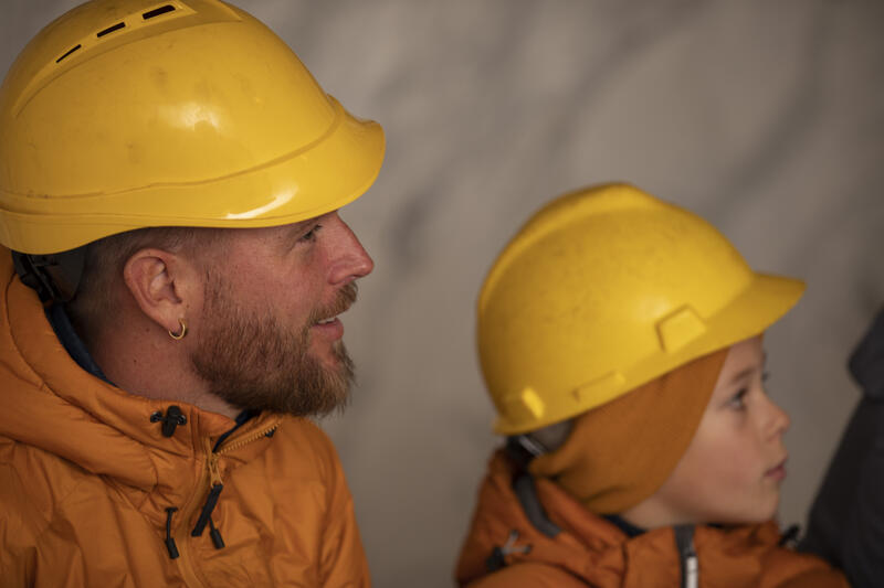 Omvisning med en familie i gruva (Foto/Photo)