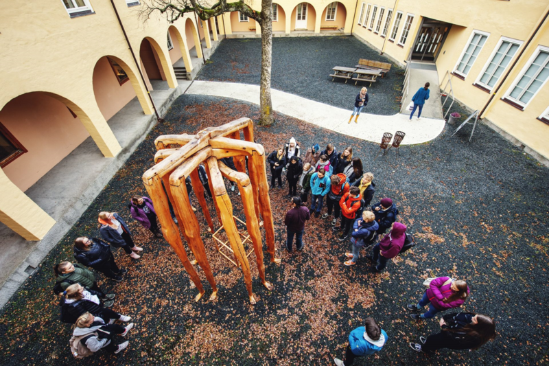 Skoleklasse får formidling på Falstadsenteret Foto: Falstadsenteret (Foto/Photo)