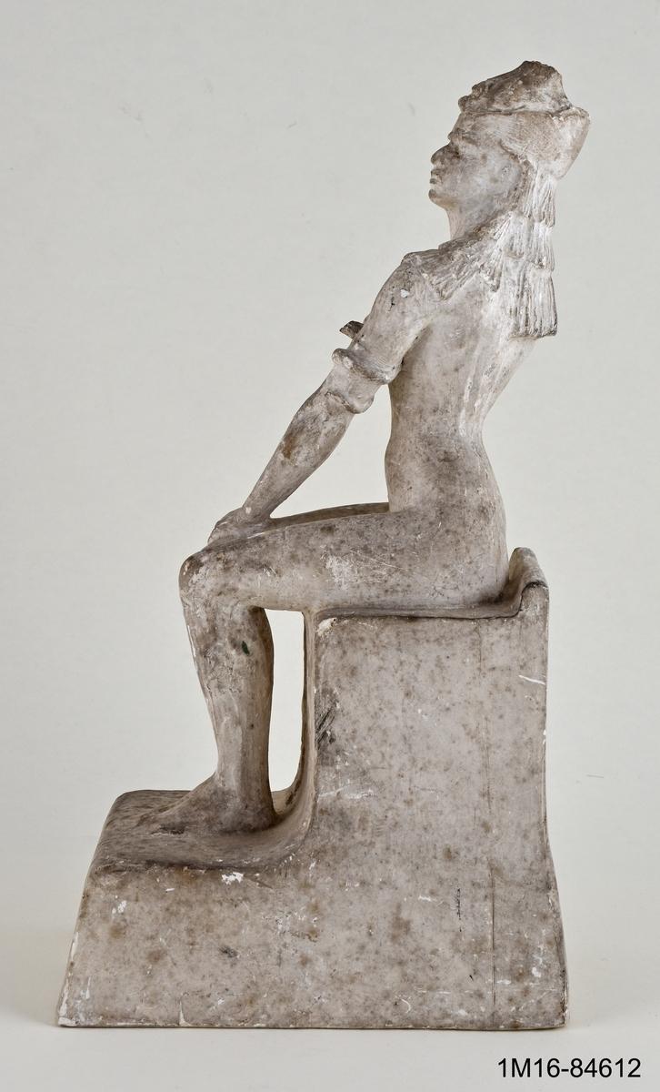 Skulptur, modell till Cleopatra. Signerad: Ag. de F. 1898, opatinerad.