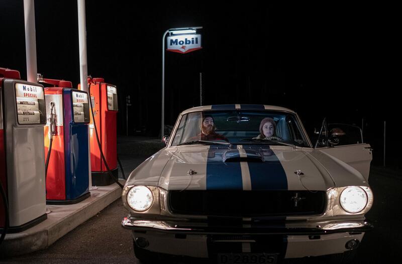 Nyrestaurert bensinstasjon, flott bil og dyktige skuespillere. Filmen lanseres våren 2021. Foto: Morten Reiten/Norsk vegmuseum (Foto/Photo)