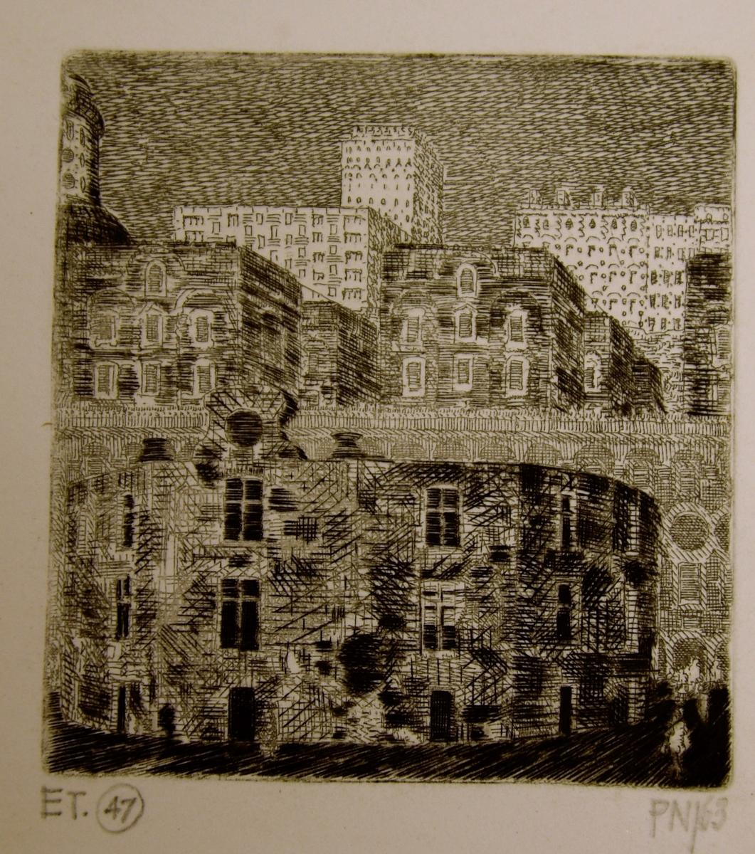 Stadsmotiv med byggnader i den övre delen av bilden. I den undre delen av bilden speglas byggnaderna mot vattenytan.