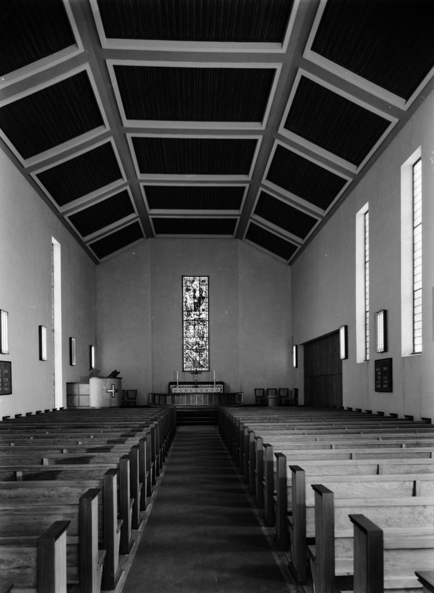 Kirkeinteriør i ukjent kirke.