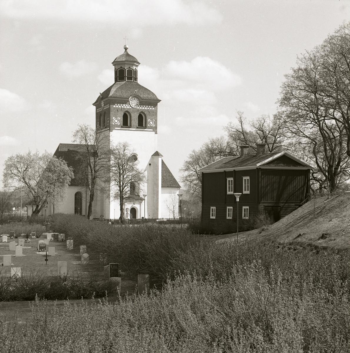 Bollnäs kyrka och kyrkogård.