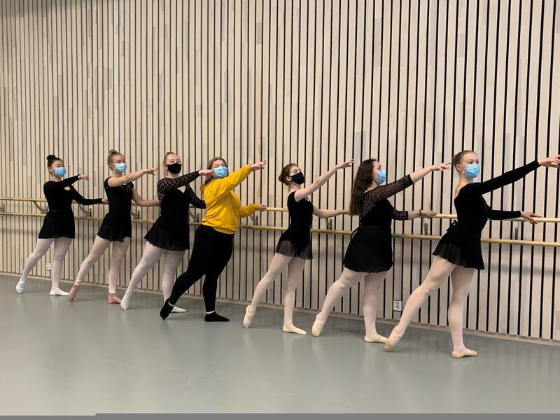Dans under pandemien: Elever ved danselinja på Jessheim videregående skole. (Foto/Photo)