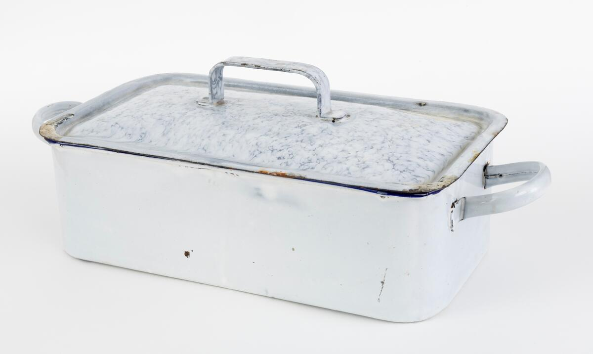 Skrin til abortinstrumenter. Foto: Bård Løken/Anno Kvinnemuseet (Foto/Photo)