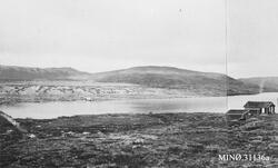 Marsjøen fra syd, med Folldal Verks hytte