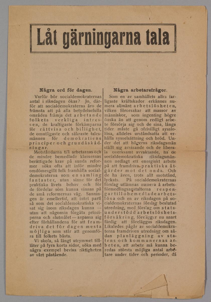 """""""Låt gärningarna tala"""" politisk propaganda för Socialdemokraterna i Riksdagsvalet. Ett tryckt pappersark, vikt på mitten så det bildas fyra sidor."""