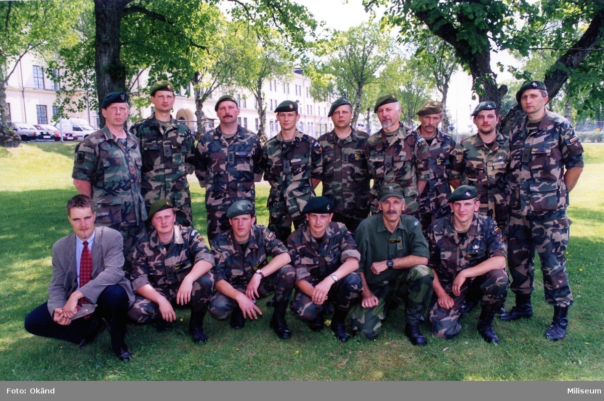Gruppbild på Lettland ammunitionsröjare.