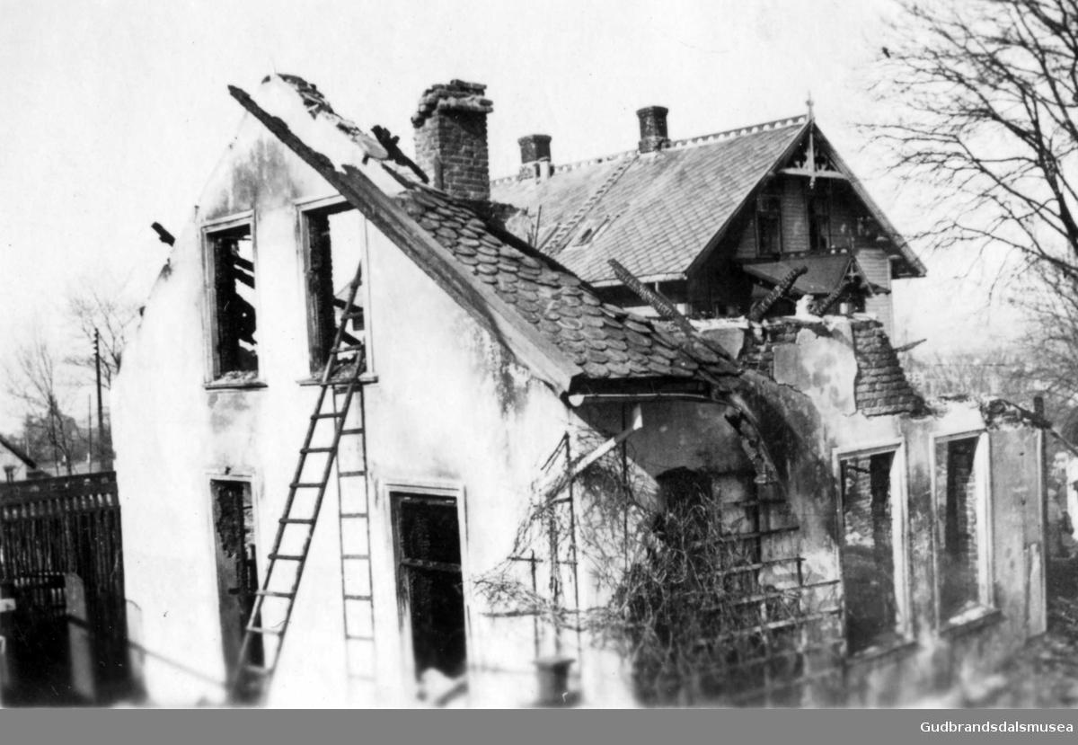 Restene av hus i Åsveien i Trondheim truffet av en tysk granat.