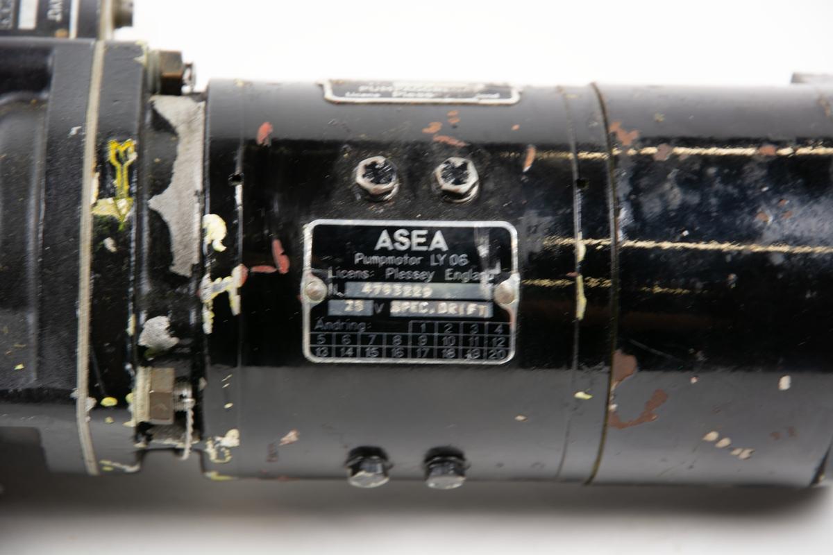 Pumpmotor typ LY 06, tillverkad av ASEA. Är ihopmonterad som en enhet ihop med spolpump och bränslepump.
