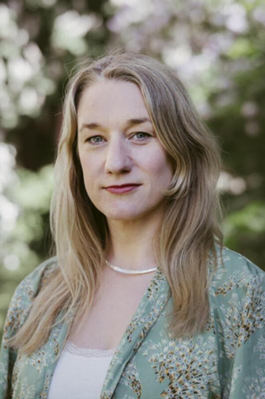 Erle Marie Sørheim (f. 1982) er forfatter og kritiker. Hun har en master i Theodor W. Adornos etikk og estetikk og har et sterkt engasjement for tegneserier og visuell formidling. I 2015 var hun med å starte tegneserienettstedet Empirix.no sammen med serieskaperne Håvard. S. Johansen og Kristoffer Kjølberg og hun har dekket feltet tett i hele sin skribentkarriere fra hun begynte i NATT OG DAG i 2004. Foto: Andrea Gjestvang (Foto/Photo)