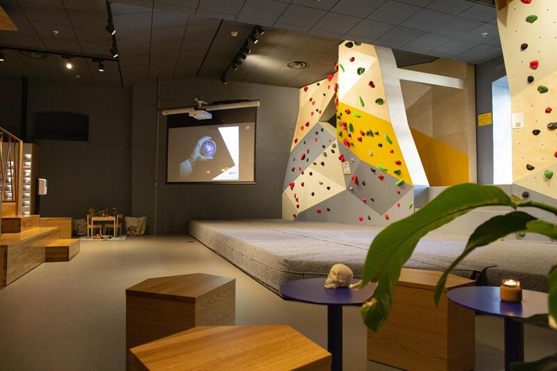 I Geolaben finnes det et amfi med en projektor (Foto/Photo)