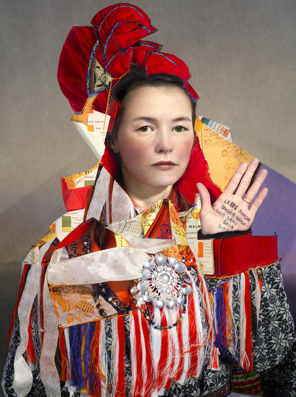 Inga Elisa in a reconstructed dress (Foto/Photo)