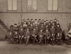 Ansatte ved Elektrisk Bureau i Dokkveien. 1888