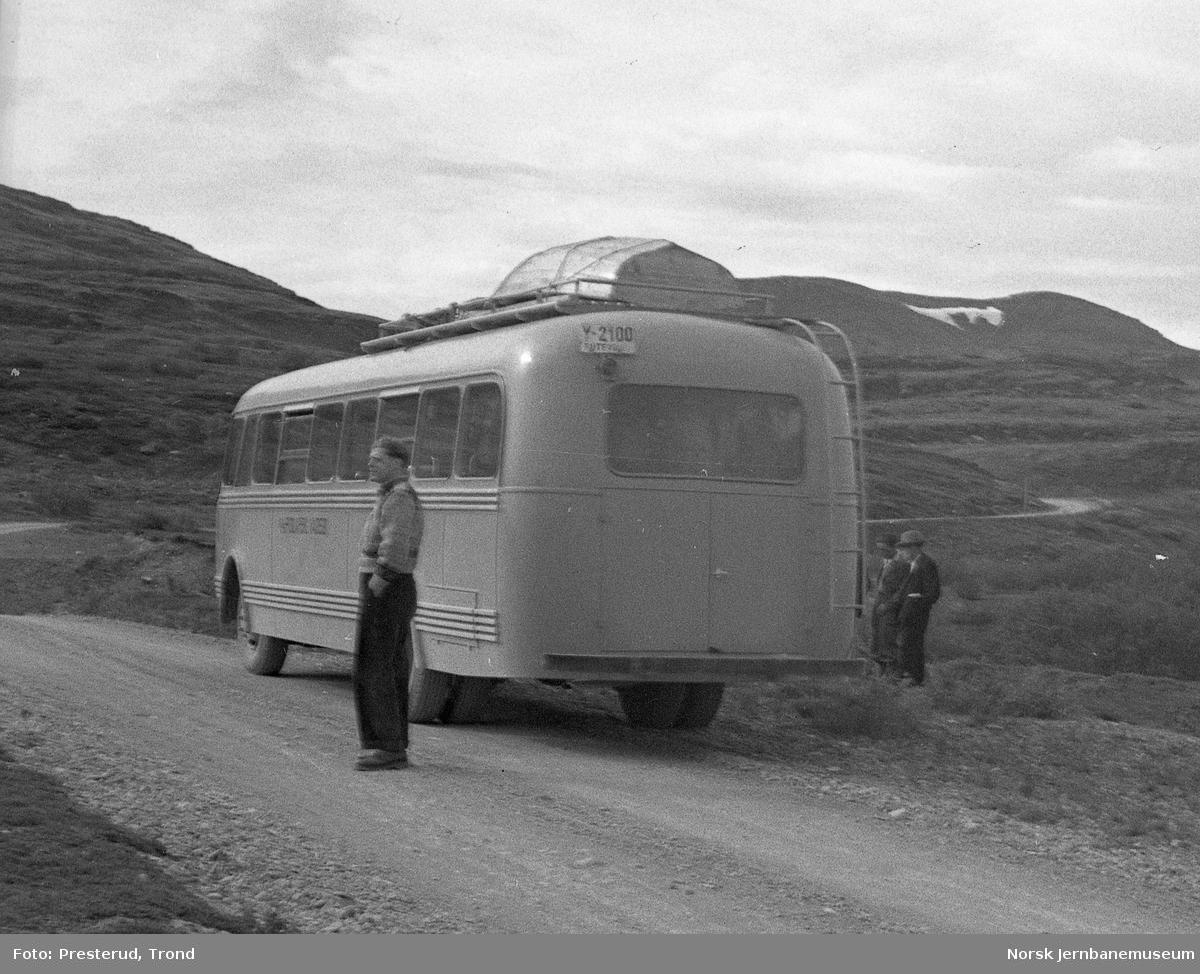 Nord-Norge-bussen - en buss fra Polarbil Y-2100 - på ukjent sted