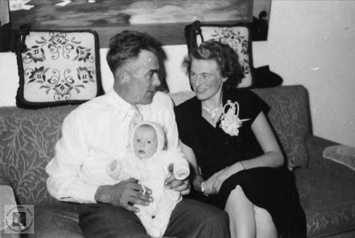Sverre, Arna og dåpsbarnet Erling Stedjan. Bjelland.