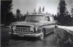 """Drosje X-3182. I bilen, """"Rambler"""" 1956-modell, sit  Birgit L"""