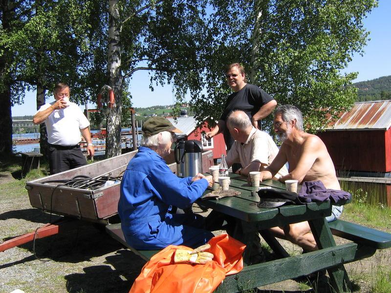 Mørkfoskara har kaffepause. Venneforeningen er et sosialt fellesskap som tar godt vare på hverandre også.