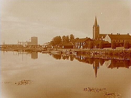 Mariestad, stadsbild från sjön Vänern.