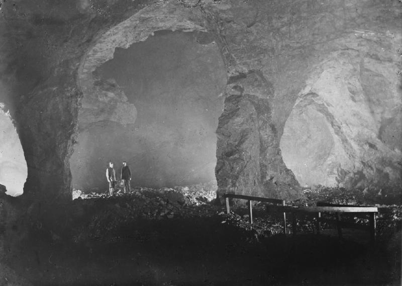 Det er store haller som er tatt ut ved hjelp av fyrsetning i Gammelgruva