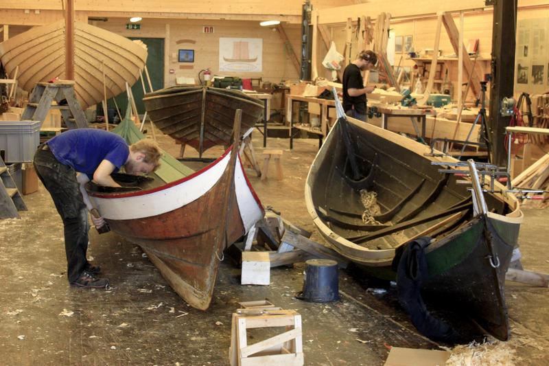 Vi reparerer alle typer klinkbygde båter.