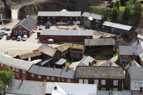 Kurantgården med laftekonstruksjoner. Foto/Photo