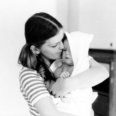 Mor og barn, 1970. Beboere i Wessels gate 15