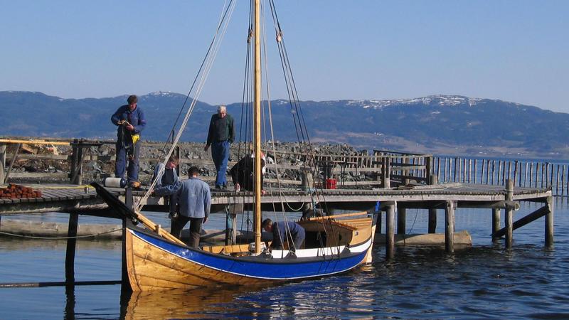 Museet Kystens Arv bringer kunnskapen om tradisjonell båtbygging videre til neste generasjon.