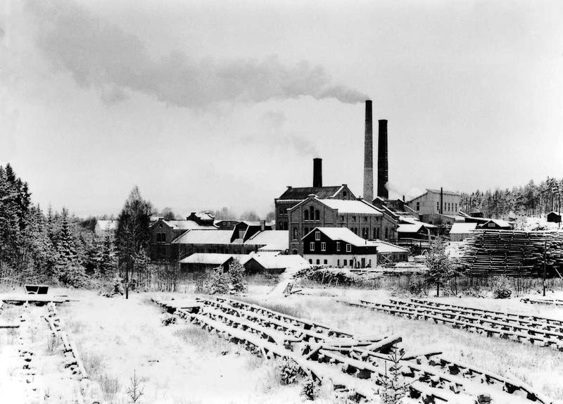 Klevfos cellulose & papirfabrik sett fra sør, før nedleggelsen. (Foto/Photo)