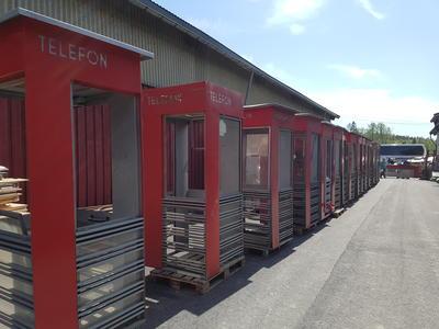 Røde telefonkiosker RIKS på lager
