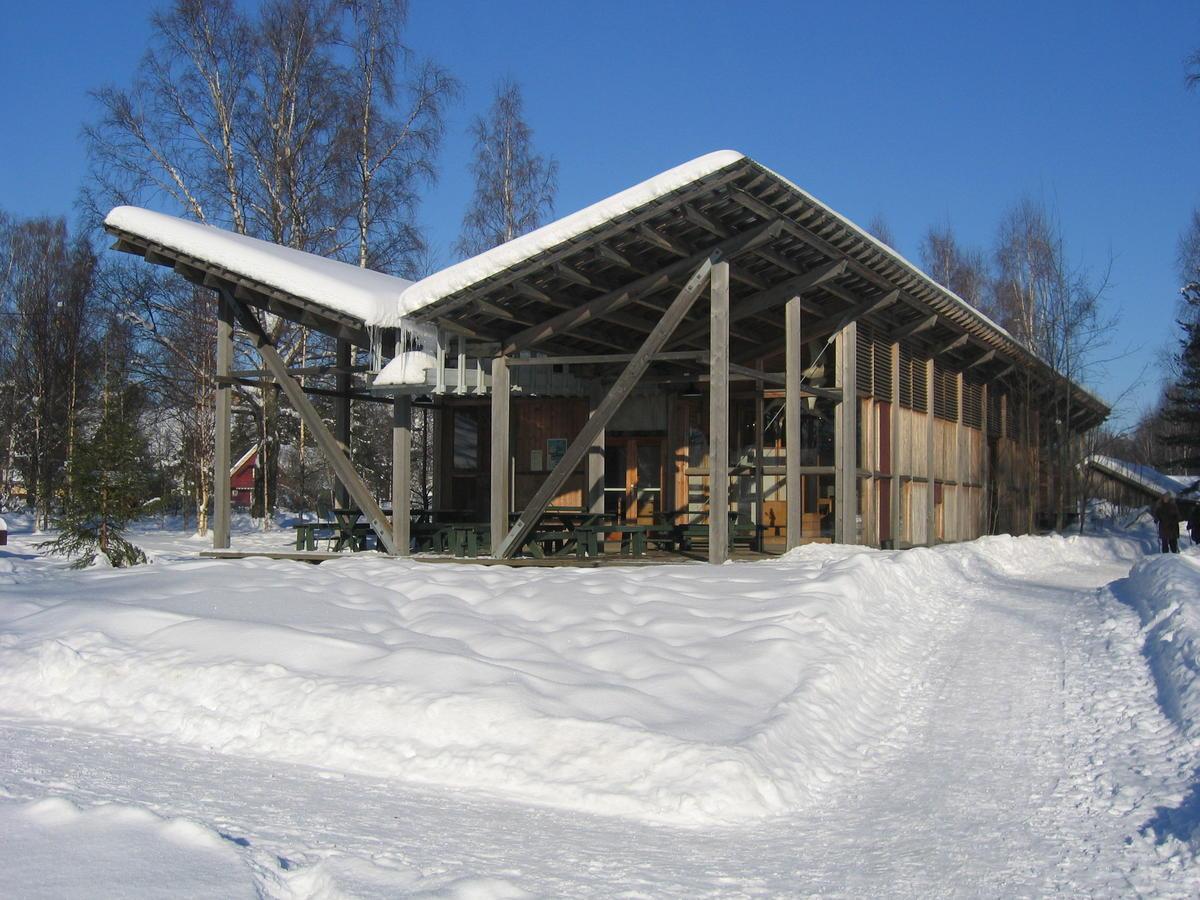 Natursenteret_bygget_i_vintersol_2.JPG