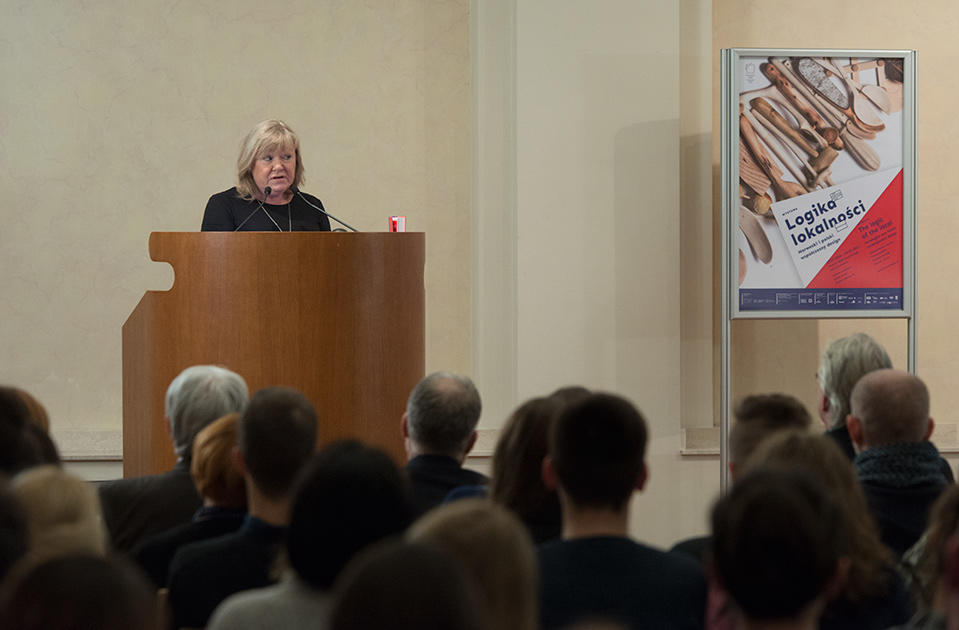 Suzette Paasche, administrerende direktør ved Museene i Sør-Trøndelag, holder åpningstale i Krakow