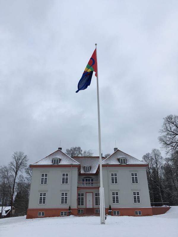 Samisk_flagg_pa_Eidsvoll_1814.jpeg