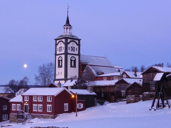 Røroskirka vinter utsnitt. Foto/Photo