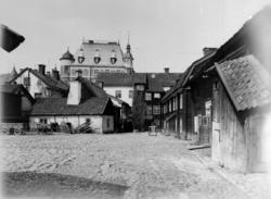Orig. text: Gårdsinteriör vid sydvestra sidan af Stora Torge