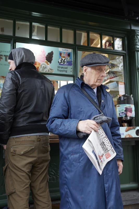 En kunde forlater kiosken. (Foto/Photo)