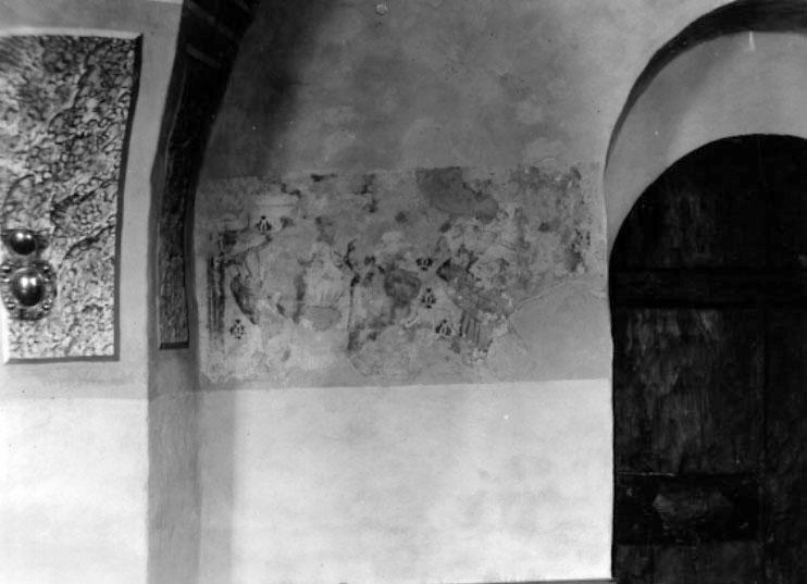 Kyrkan av sten med smalare kor härrör från 1200-talets början. Enligt traditionen byggdes den 1228 av Erik läspe och halte till minne av faderns segrar vid Lena 1208 och Gestilren 1210. Den förlängdes mot väster samt välvdes på 1400-talet varvid också södra vapenhuset byggdes. De tre takryttarna uppfördes enligt traditionen på 1500-talet till minne av att Birger Jarl, hans son Valdemar och kung Håkon IV Håkonsson av Norge påskdagen 1258 bevistat högmässan i kyrkan. Vapenhuset i väster byggdes 1716. Kyrkorummets rika målningsdekor tillkom 1749; därunder finns målningar från 1400-talet, tillskrivna Amund. Altaruppsatsen och predikstolen är från 1694. En madonna härrör från 1200-talet och dopfunten från 1100-talet.http://www.ne.se/jsp/search/article.jsp?i_art_id=233605