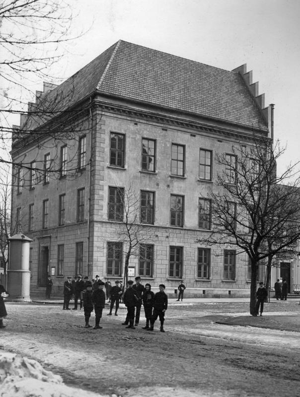 Nordenfjeldske Kunstindustrimuseum (Dronningens gate 1b - eksteriør) (Foto/Photo)