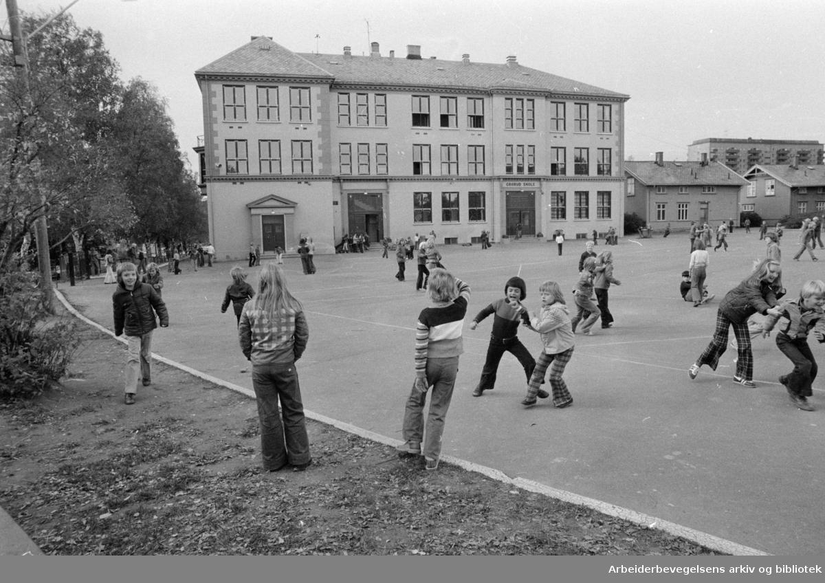 Grorud Skole. Oktober 1975