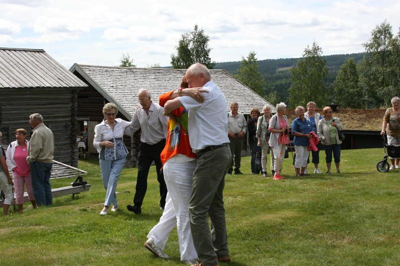 TB_sommer_2013_Publikum_danser_Foto_Trysil-Engerdal_museum.JPG