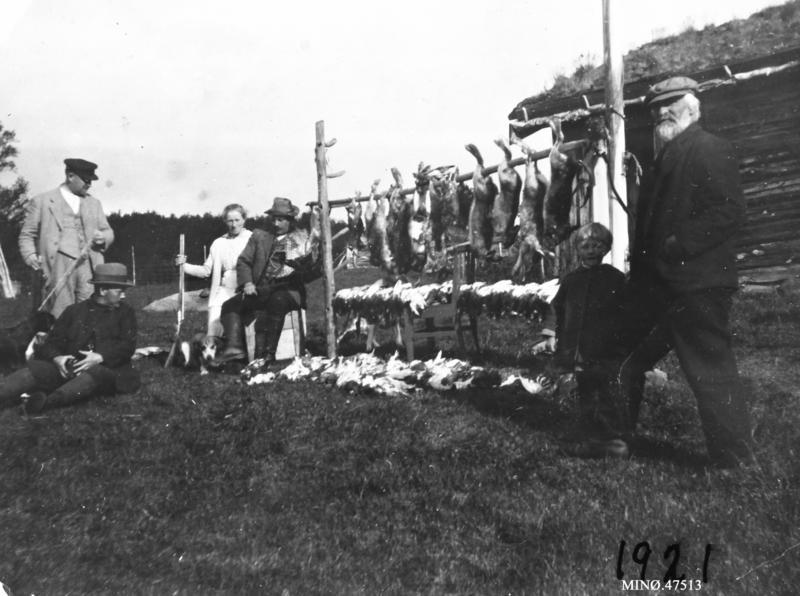 Harejakt, rypejakt, helt til høyre: Elias Gjelten, (Profeten). 1921.