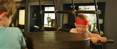 Lek på museet (Foto/Photo)
