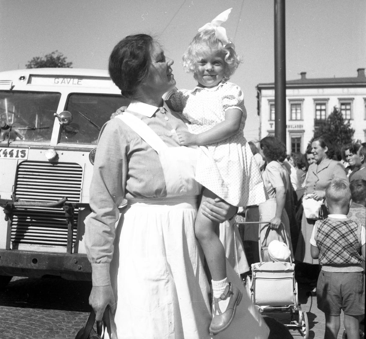 Frälsningsarmens koloni i Rörberg. Barnens hemkomst till Gävle den 21 augusti 1950