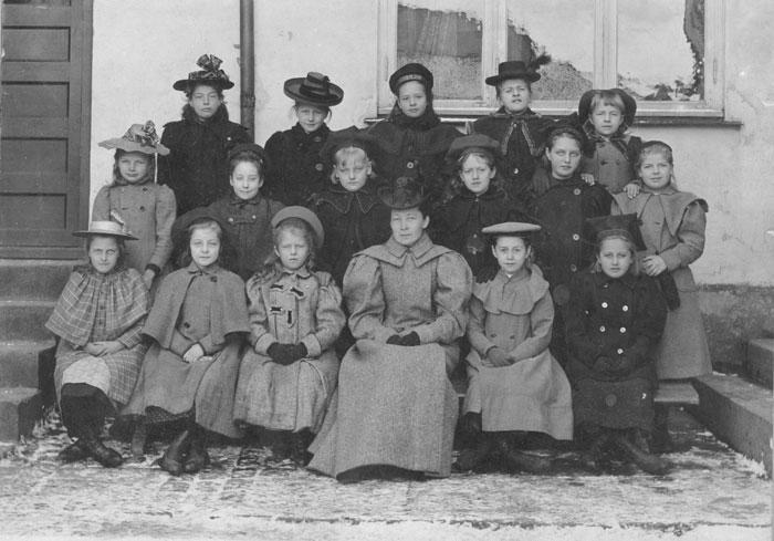 Forskolen i Fayegården. Læreren var Augusta Lund. (Foto/Photo)