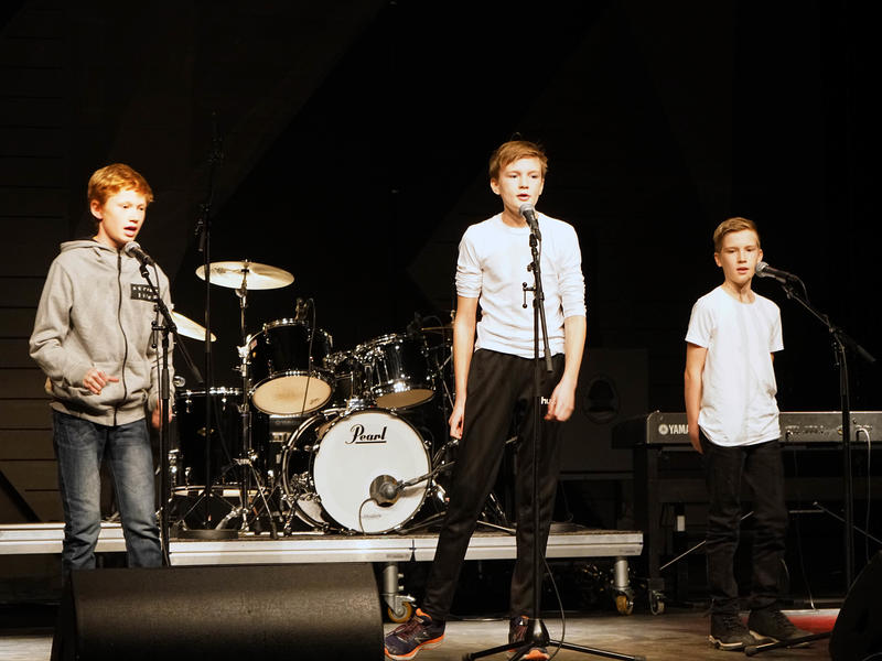 Fremføring av Beatles-låter på Rockheim scene.